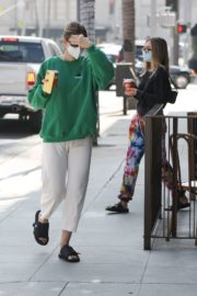 Amelia Gray and Delilah Belle Hamlin at Comoncy Cafe in Beverly Hills 2020/09/21 2