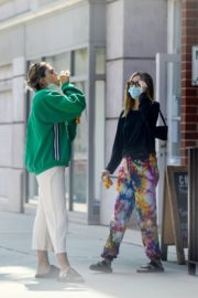Amelia Gray and Delilah Belle Hamlin at Comoncy Cafe in Beverly Hills 2020/09/21 7