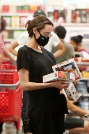Angelina Jolie Out Shopping in West Hollywood 2020/09/19 5