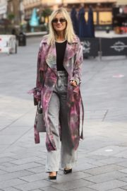 Ashley Roberts Arrives at Heart Radio in London 2020/09/23 6