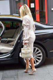 ASHLEY ROBERTS Leaves Heart Radio in London 2020/09/21 11