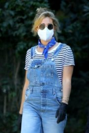 Ashley Tisdale in Denim Overalls Out House Hunting in Los Angeles 2020/09/18 6