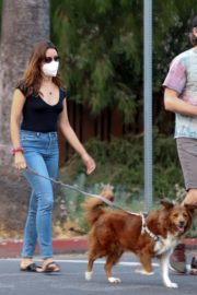 Aubrey Plaza and Jeff Baena Out with Her Dogs in Los Angeles 2020/07/19 1