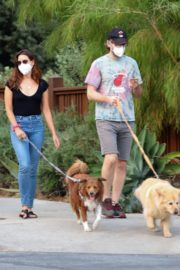 Aubrey Plaza and Jeff Baena Out with Her Dogs in Los Angeles 2020/07/19 2