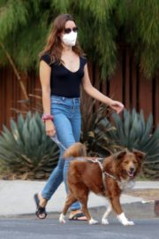 Aubrey Plaza and Jeff Baena Out with Her Dogs in Los Angeles 2020/07/19 3