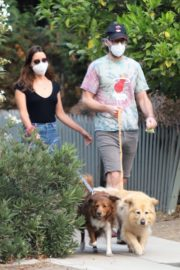 Aubrey Plaza and Jeff Baena Out with Her Dogs in Los Angeles 2020/07/19 5