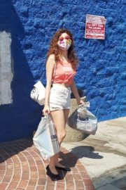 Blanca Blanco in Denim Shorts Out Shopping in Los Angeles 2020/09/20 2