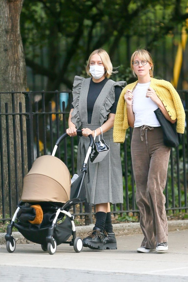 Chloe Sevigny Out with her Baby and Friend in New York 2020/09/22 5