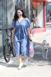 Crystal Reed Out with Her Dog in Los Angeles 2020/09/22 1