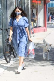 Crystal Reed Out with Her Dog in Los Angeles 2020/09/22 4