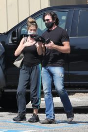 Denise Richards and Aaron Phypers Out in Malibu 2020/09/23 6
