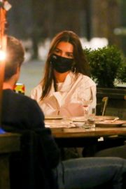 Emily Ratajkowski Out for Dinner at Il Buco in New York 2020/09/22 8