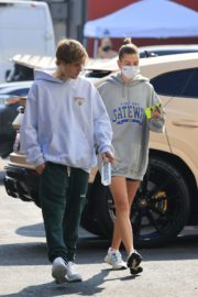 Hailey and Justin Bieber Out for Breakfast After a Workout in West Hollywood 2020/09/23 1