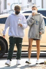 Hailey and Justin Bieber Out for Breakfast After a Workout in West Hollywood 2020/09/23 2