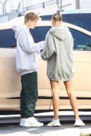 Hailey and Justin Bieber Out for Breakfast After a Workout in West Hollywood 2020/09/23 3