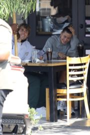 Hailey and Justin Bieber Out for Breakfast After a Workout in West Hollywood 2020/09/23 4