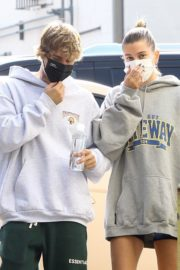 Hailey and Justin Bieber Out for Breakfast After a Workout in West Hollywood 2020/09/23 6