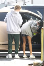 Hailey and Justin Bieber Out for Breakfast After a Workout in West Hollywood 2020/09/23 9