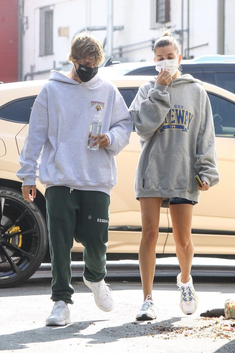 Hailey and Justin Bieber Out for Breakfast After a Workout in West Hollywood 2020/09/23 10