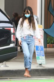 Jordana Brewster in Denim Out in Santa Monica 2020/09/21 4