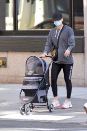 Kaley and Briana Cuoco Out in New York 2020/09/19 5