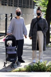 Kaley Cuoco Out with Her Dog at Manhattan's Hudson River Park 2020/09/20 6