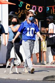 Kate Mara Out with Her Dog in Los Angeles 2020/09/20 4