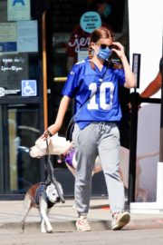 Kate Mara Out with Her Dog in Los Angeles 2020/09/20 5