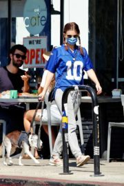 Kate Mara Out with Her Dog in Los Angeles 2020/09/20 7