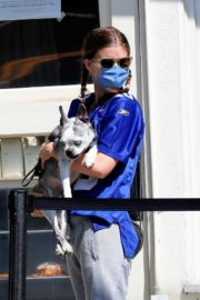 Kate Mara Out with Her Dog in Los Angeles 2020/09/20 11