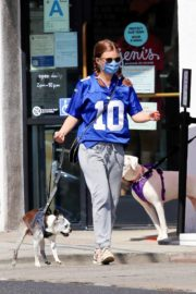 Kate Mara Out with Her Dog in Los Angeles 2020/09/20 12