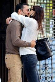 Katie Holmes and Emilio Vitolo Jr. Kissing Outside His Restaurant in New York 2020/09/18 1