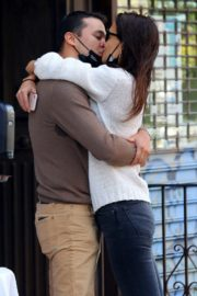 Katie Holmes and Emilio Vitolo Jr. Kissing Outside His Restaurant in New York 2020/09/18 3