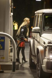 Kaylyn Slevin at a Gas Station in Calabasas 2020/09/15 1