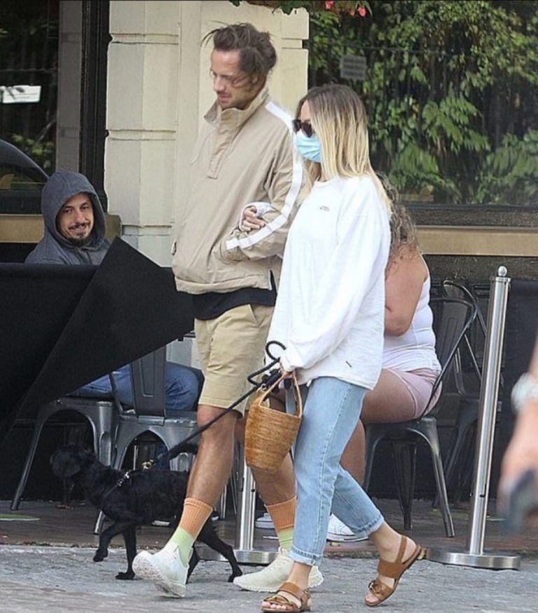 Margot Robbie and Tom Ackerley Out with Their Dog in London 2020/09/19 2