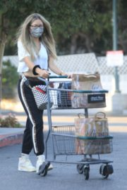 Rebecca Gayheart Shopping at Bristol Farms in Beverly Hills 2020/09/20 5