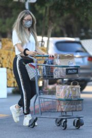 Rebecca Gayheart Shopping at Bristol Farms in Beverly Hills 2020/09/20 7