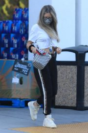 Rebecca Gayheart Shopping at Bristol Farms in Beverly Hills 2020/09/20 8
