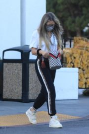 Rebecca Gayheart Shopping at Bristol Farms in Beverly Hills 2020/09/20 9