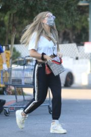 Rebecca Gayheart Shopping at Bristol Farms in Beverly Hills 2020/09/20 10