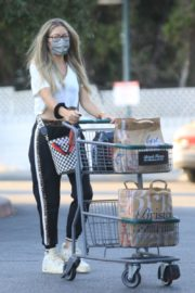 Rebecca Gayheart Shopping at Bristol Farms in Beverly Hills 2020/09/20 11