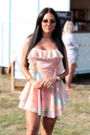 Yazmin Oukhellou on the Set of The Only Way is Essex 2020/09/15 4