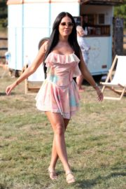 Yazmin Oukhellou on the Set of The Only Way is Essex 2020/09/15 5