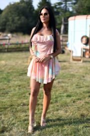Yazmin Oukhellou on the Set of The Only Way is Essex 2020/09/15 6