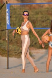 Alessandra Ambrosio Playing Volleyball at a Beach in Santa Monica 2020/10/02 5