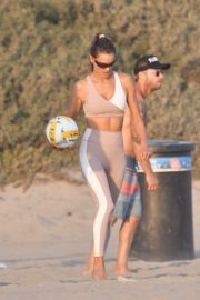 Alessandra Ambrosio Playing Volleyball at a Beach in Santa Monica 2020/10/02 9