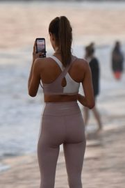 Alessandra Ambrosio Playing Volleyball at a Beach in Santa Monica 2020/10/02 11