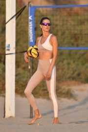 Alessandra Ambrosio Playing Volleyball at a Beach in Santa Monica 2020/10/02 20