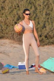 Alessandra Ambrosio Playing Volleyball at a Beach in Santa Monica 2020/10/02 21