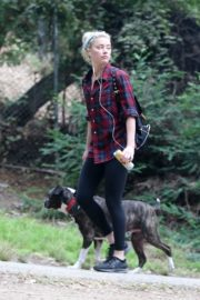 Amber Heard walks with her dog out in Los Feliz 2020/10/25 1